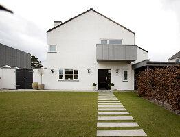 Bildno.: 12082874<br/><b>Feature: 12082842 - Re-inventing Style</b><br/>Newly built house overlooking Aarhus Bay, Denmark<br />living4media / Lene-K
