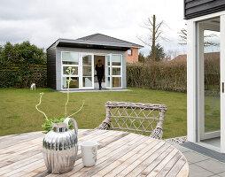 Bildno.: 12082876<br/><b>Feature: 12082842 - Re-inventing Style</b><br/>Newly built house overlooking Aarhus Bay, Denmark<br />living4media / Lene-K