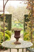 Bildno.: 12084146<br/><b>Feature: 12084103 - Shrubbery Deluxe</b><br/>Blooming garden in L&#246;hne, Germany<br />living4media / Pietrek, Sibylle