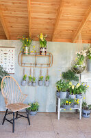 Immagine N°: 12100914<br/><b>Feature: 12100906 - A Place for Spring</b><br/>Covered area can provide a special place in the garden<br />living4media / Herwig, Modeste