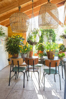 Immagine N°: 12100916<br/><b>Feature: 12100906 - A Place for Spring</b><br/>Covered area can provide a special place in the garden<br />living4media / Herwig, Modeste
