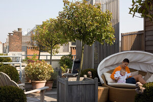 Bildno.: 12100974<br/><b>Feature: 12100951 - High Gardening</b><br/>Rooftop garden in Antwerp, Belgium<br />living4media / Obijn, Guy