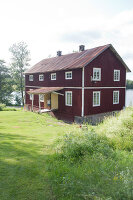 Bildno.: 12235774<br/><b>Feature: 12235722 - Idyll By The Lake</b><br/>Perfect vacations in a cosy summer home and a big old mill in Sweden<br />living4media / Isaksson, Camilla