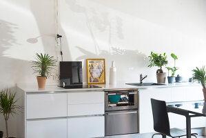 Bildno.: 12237618<br/><b>Feature: 12237615 - Free to Room</b><br/>Lofty home of an artist in Milan<br />living4media / Tamborra, Enza