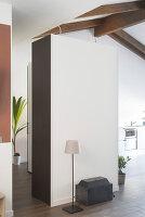 Bildno.: 12237632<br/><b>Feature: 12237615 - Free to Room</b><br/>Lofty home of an artist in Milan<br />living4media / Tamborra, Enza