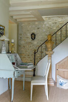Bildno.: 12240512<br/><b>Feature: 12240511 - Yesterday Today</b><br/>An 18th century mansion is updated in the Normandy region, France<br />living4media / Hallot, Olivier