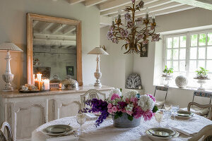 Bildno.: 12240514<br/><b>Feature: 12240511 - Yesterday Today</b><br/>An 18th century mansion is updated in the Normandy region, France<br />living4media / Hallot, Olivier