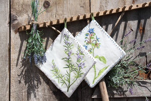 Bildno.: 12242580<br/><b>Feature: 12242556 - Decorative Herbs</b><br/>How to use herbs as a decorative accessory<br />living4media / Raider, Peter