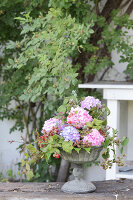 Bildno.: 12244626<br/><b>Feature: 12244598 - Hydrangea Hiatus</b><br/>Decorating with hydrangeas<br />living4media / Raider, Peter