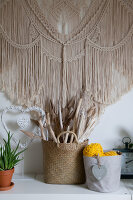 Bildno.: 12321602<br/><b>Feature: 12321578 - Tying Knots</b><br/>Macrame artist&#39;s home in Dordrecht, the Netherlands<br />living4media / Isaksson, Camilla