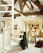 spindeltreppe zu spitzboden mit sichtbarem dachgeb lk in weiss gefliestem offenem wohnzimmer. Black Bedroom Furniture Sets. Home Design Ideas