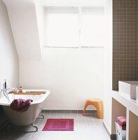 gemauerter waschtisch mit zwei waschbecken bild kaufen. Black Bedroom Furniture Sets. Home Design Ideas