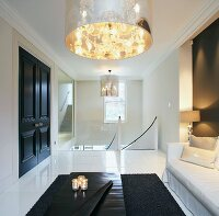 puristisches treppenhaus mit eingebauten wandleuchten neben stufen bild kaufen living4media. Black Bedroom Furniture Sets. Home Design Ideas