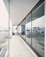 Continuous terrace in front of glass wall