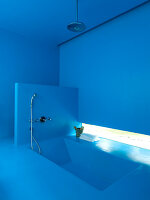 Dive into the blue - azure blue bathroom with sunken bathtub
