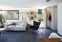 Indirekte Beleuchtung Und Schieferfliesen In Modernem Wohnzimmer ... Schiefer Fliesen Wohnzimmer