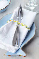 Fish-shaped place setting with plaited cord napkin ring