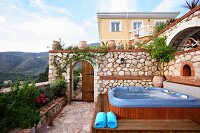Jacuzzi on garden terrace (Villa Octavius, Lefkas, Greece)