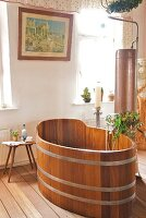 Free-standing wooden bathtub