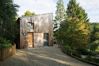 Gravel courtyard in front of contemporary wooden house