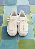 Sneakers with DIY fringing made of leather paper