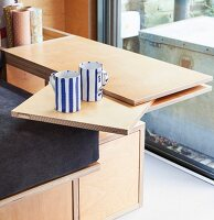Swivelling table made from multiplex boards