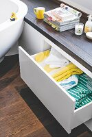 A made-to-measure bench in a bathroom with handleless drawers