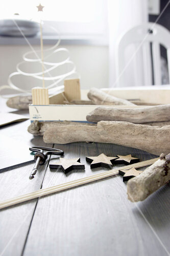 DIY driftwood tree offers an exciting alternative to the traditional fir tree
