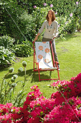 Take an old deck chair and turn it into a conversation piece