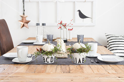 A new look for autumn decoration: a table in white
