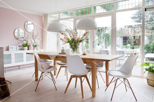Pale colours and soothing furnishings define this home in the Netherlands