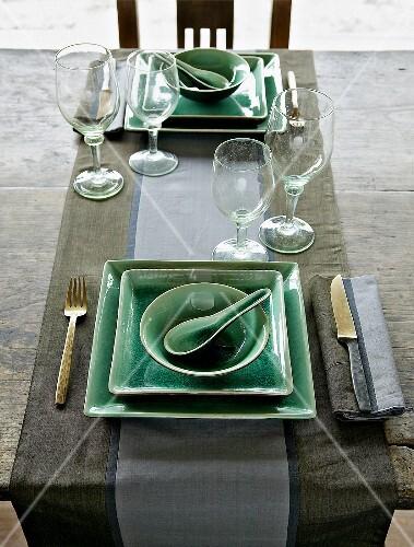 asiatisch gedeckter tisch f r zwei bild kaufen living4media. Black Bedroom Furniture Sets. Home Design Ideas