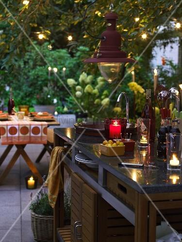 OutdoorKüche mit Küchenblock aus Edelstahl, Granitplatte