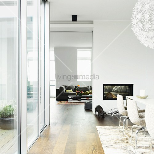 Kamin Beidseitig wohnraum mit esszimmerbereich wohnbereich getrennt durch