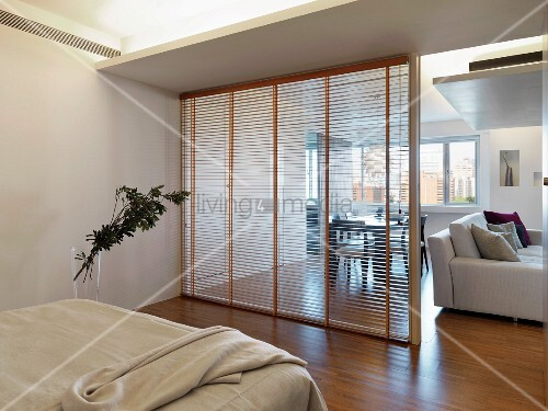 Schlafzimmer getrennt durch glaswand vom wohnbereich - Glastrennwand wohnbereich ...