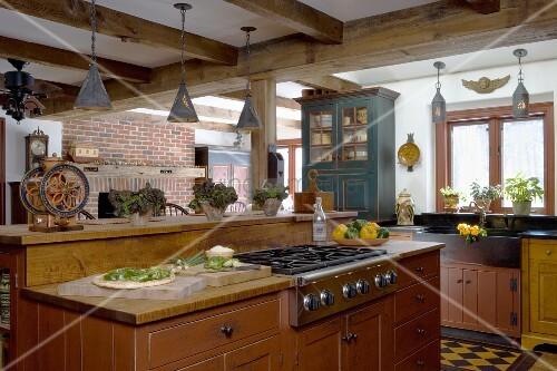 freistehende k chenzeile mit rustikalen holzunterschr nken. Black Bedroom Furniture Sets. Home Design Ideas