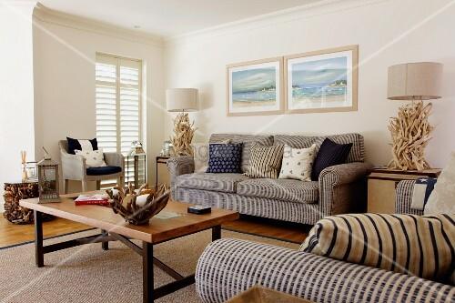 sitzgruppe und k nstlerische dekorationen aus wurzelholz. Black Bedroom Furniture Sets. Home Design Ideas