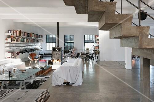 der gro e wohnbereich eines new yorker lofts bild kaufen living4media. Black Bedroom Furniture Sets. Home Design Ideas