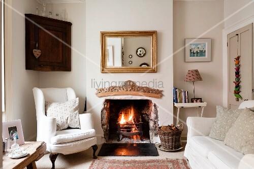 traditionelles englisches wohnzimmer mit heller. Black Bedroom Furniture Sets. Home Design Ideas