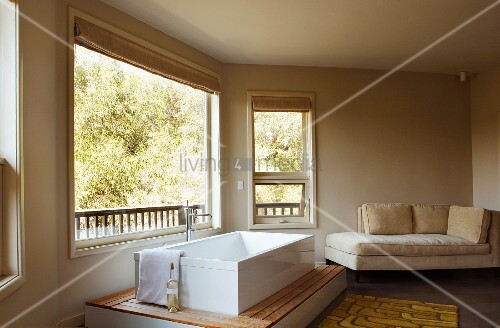 Master bathroom with tub and chaise lounge bild kaufen for Bathroom chaise lounge