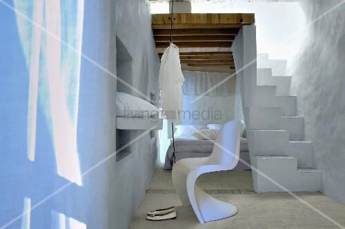 puristischer schlafraum mit orientalischem flair. Black Bedroom Furniture Sets. Home Design Ideas