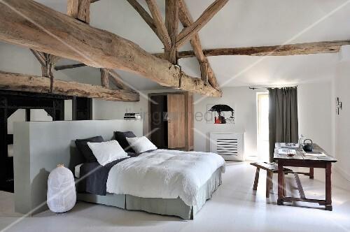 Ordinaire Raumteiler M Schlafzimmer Interessante Wandgestaltung, Wohnzimmer Design