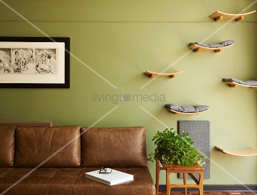 selbstgebaute holzablagen als liegefl chen f r katzen. Black Bedroom Furniture Sets. Home Design Ideas