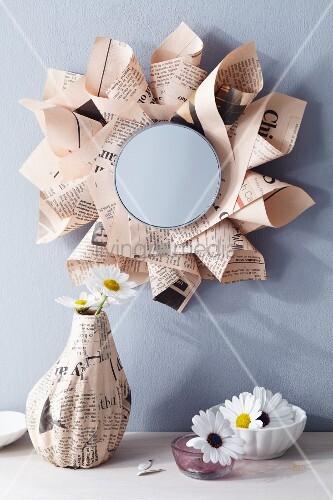 Wandspiegel mit einem rahmen aus zeitungspapier bild - Bilder mit zeitungspapier ...