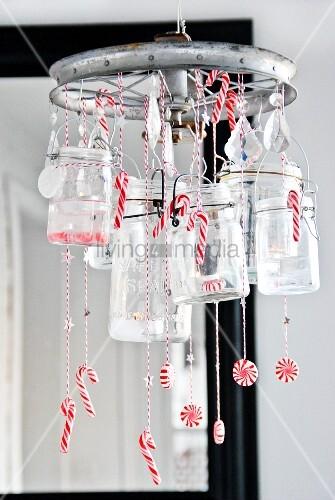 ein weihnachtlicher h ngender kranz aus einem alten rad einmachgl sern und. Black Bedroom Furniture Sets. Home Design Ideas