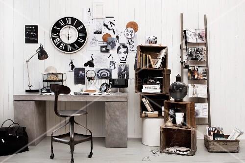 schwarzweisse vintage deko mit holzkisten leiter und wanduhr ber schreibtisch im beton look. Black Bedroom Furniture Sets. Home Design Ideas