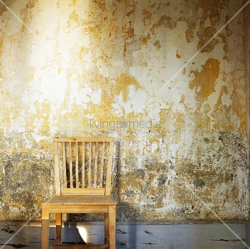 simple wooden chair against peeling wall bild kaufen living4media. Black Bedroom Furniture Sets. Home Design Ideas
