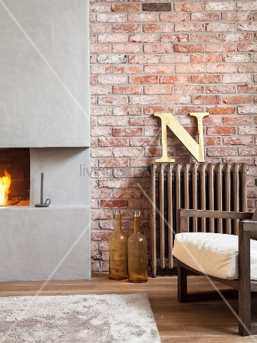 teilweise sichtbarer sessel neben vintage heizk rper und. Black Bedroom Furniture Sets. Home Design Ideas