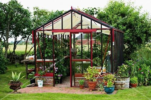 pflanzent pfe in und um gew chsh uschen in l ndlicher. Black Bedroom Furniture Sets. Home Design Ideas