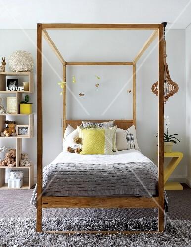 Jugendzimmer in hellem grau mit zitronengelben for Jugendzimmer aus polen